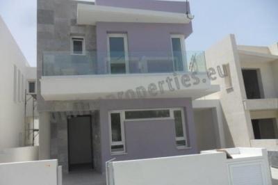 4 Bedroom House-Villa in Makedonitissa
