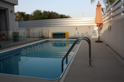 COMFORTABLE 2 STOREY 4 BEDROOM HOUSE WITH POOL