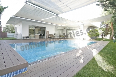 FIVE BEDROOM LUXURIOUS HOUSE WITH SWIMMING POOL