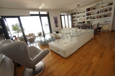 Top floor 2bed close to the city center