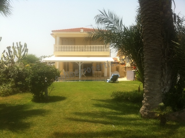 Beachfront Villa with huge garden