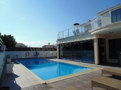 Lovely Detached House with pool at Strovolos