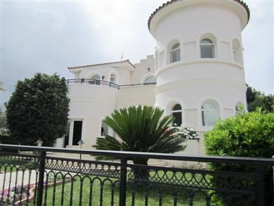 Resale Luxurious 5 Bedroom House In Lakatamia