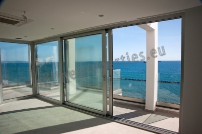 3 bedroom modern apartment opposite the sea