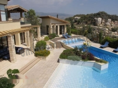 Fabulous and luxurious villa in Pareklisia.