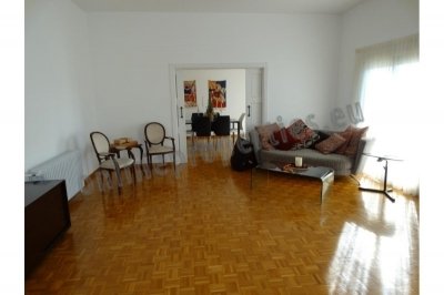 Central full floor apartment with roof garden
