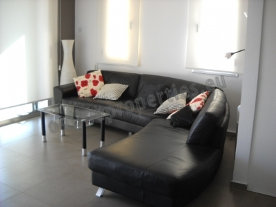 Featured furnished Top floor 2bed