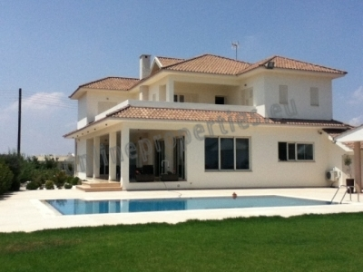 Luxury 5 Bedroom Family House with Swimming Pool