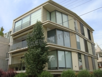 Modern 3-bed (all en suite) in a privileged area!