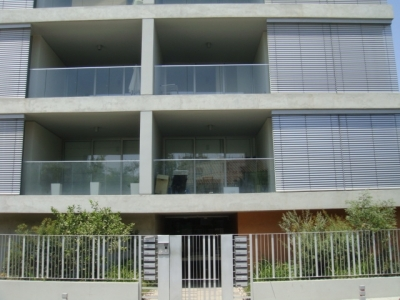 Modern unfurnished two bdrm near city center!