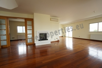 Two storey flat for rent with character by Hilton