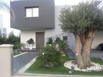 Modern house near the Beach!