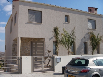 Charming  3-Level Detached House in Agia Varvara!