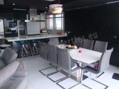 Luxurious 2-bedroom ground floor apartment