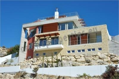 Beautiful luxury villa with seaviews in Limassol
