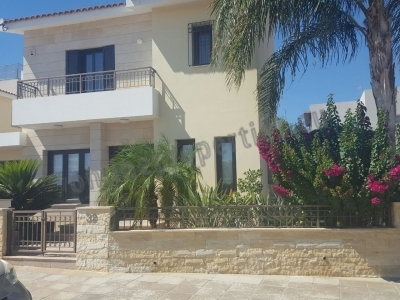 Fully Furnished Large Detached House with pool