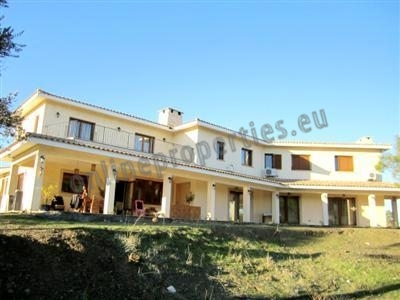 Resale Large House in Lythrodontas