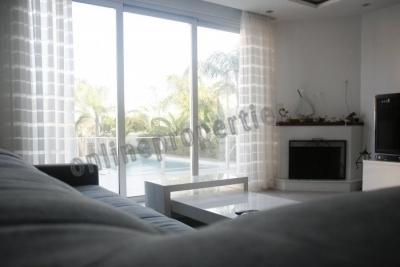 Modern three bedroom detached house