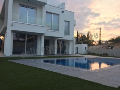 Brand new house with swimming pool in Makedonitiss