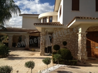 LUXURY 4+1 BEDROOMED HOUSE FOR RENT