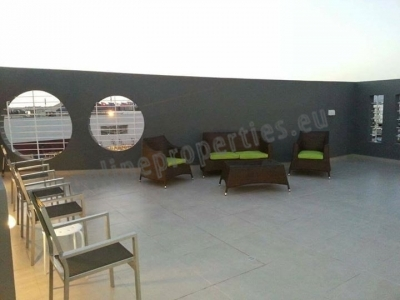 Top floor 2bed with a roof terrace